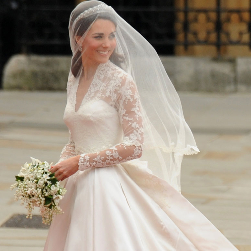 Kate Middleton Bride Costume - Kate Middleton Fancy Dress - Kate Middleton Bouquet