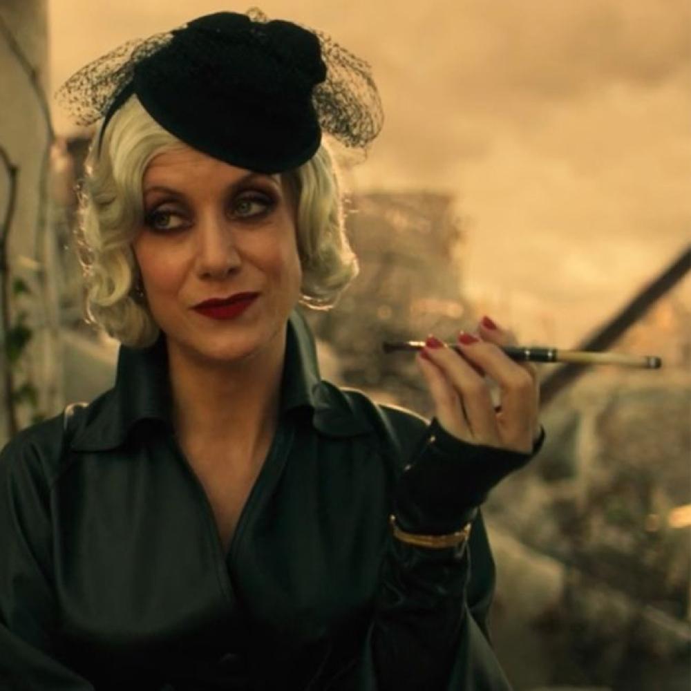 The Handler Costume - The Umbrella Academy - The Handler Cigarette Holder