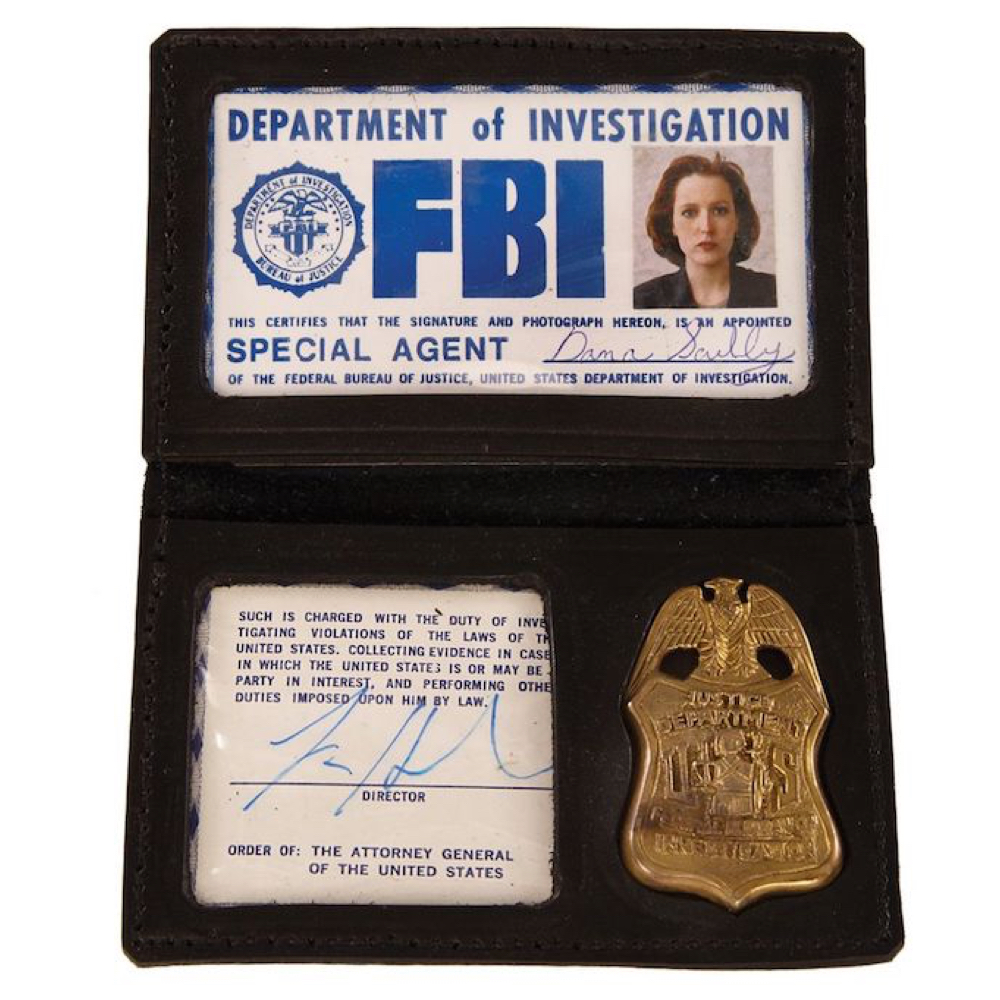 Dress Like Dana Scully costume fbi badge