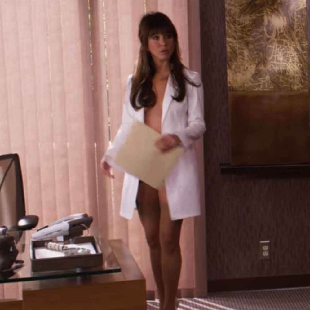 Dr Julia Harris Costume - Horrible Bosses Fancy Dress - Dr Julia Harris Stockings - Jennifer Aniston Legs - Jennifer Aniston High Heels - Jennifer Aniston Stockings