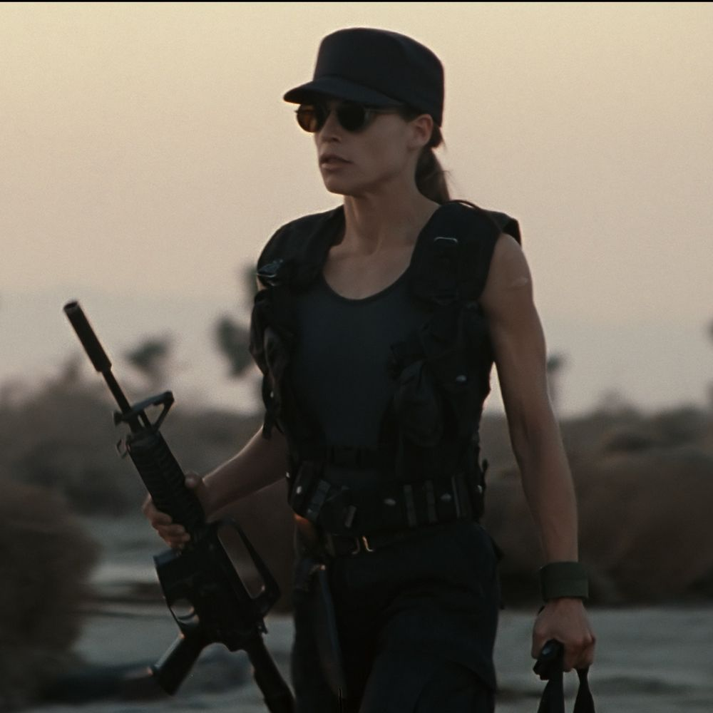 Sarah Connor Costume - Terminator 2: Judgement Day Fancy Dress - Sarah Connor Gun