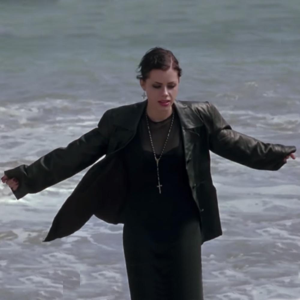 Nancy, jóvenes brujas en la playa